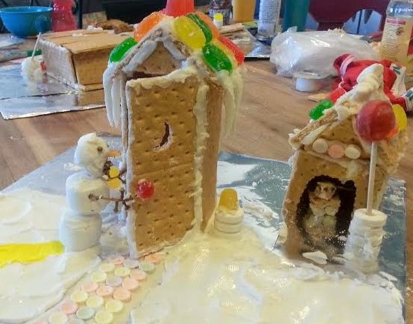 outhouse gingerbread-001